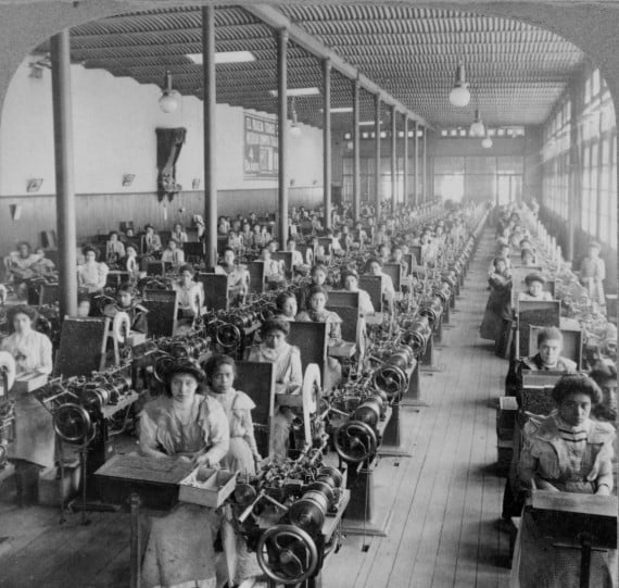 Women making cigarettes in Mexico City, 1903