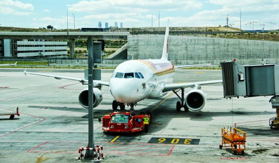 photo of airplane pulling into gate by Jose Martin Ramirez on feature image on HRExaminer.com Weekly Edition v7.12 for March 25, 2016