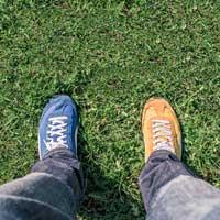2017-04-21 HRExaminer feature img ai maren hogan v816 photo img cc0 via pexels man person legs grass sq crop 200px.jpg