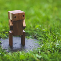 2017-10-27-hrexaminer-feature-img-weekly-edition-v842-artificial-intelligence-intelligent-software-photo-img-cc0-cia-pexels-grass-lawn-green-wooden-6069-robot-ai-sq-200px.jpg